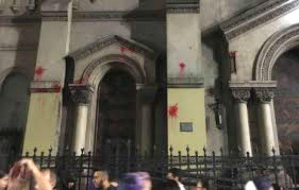 Sanguinetti considera un acto intolerable y fascista agredir a una iglesia